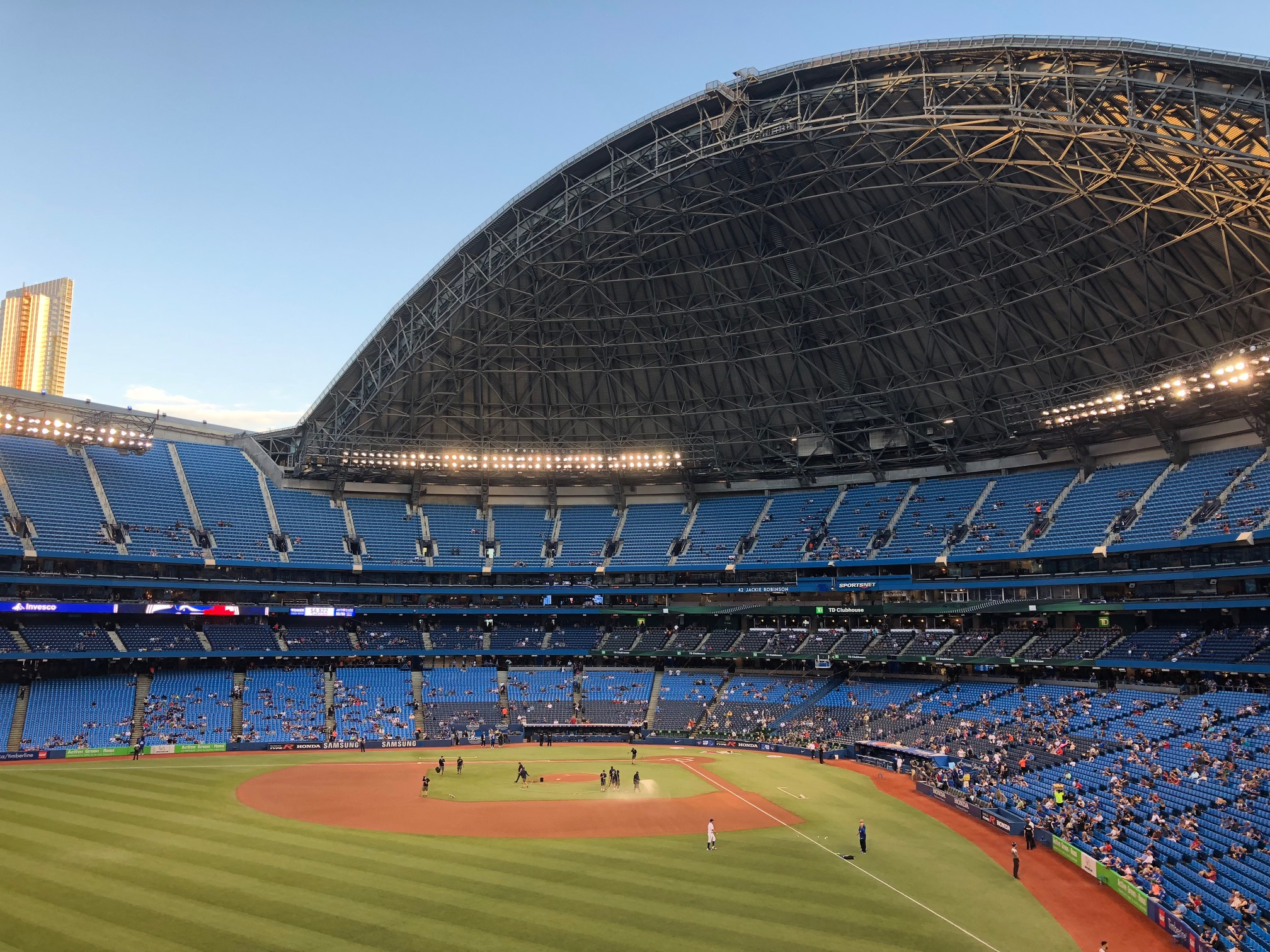 Photo of Rogers Centre from outfield with roof open